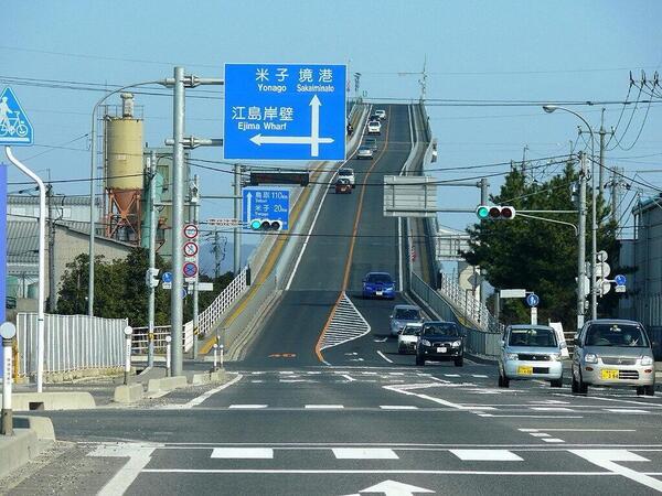 At 坂道 発進